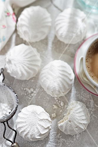 Meringue with icing sugar served with coffee