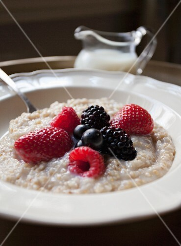 Porridge with berries and milk