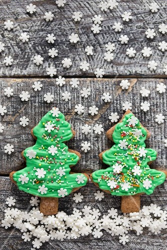 Gingerbread Christmas tree biscuits with green icing and sugar snowflakes