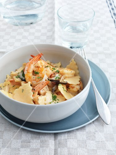 Maltagliati Mare e Monti (pasta with prawns and mushrooms, Italy)