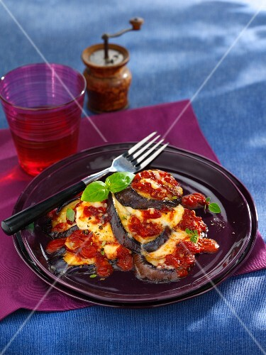 Aubergine bake with mozzarella (vegetarian)