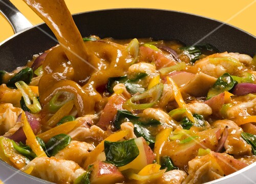 Potato curry with spinach, yellow peppers, spring onions and cauliflower