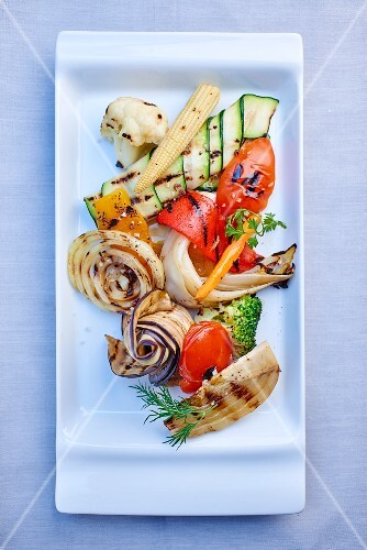 Various grilled vegetables with baby corn (seen from above)