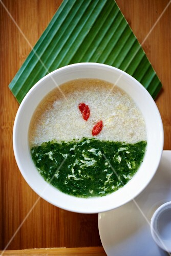 Chicken soup with spinach (Asia)