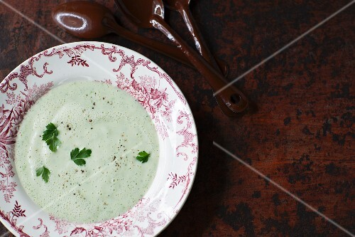 Sugar beet soup with parsley