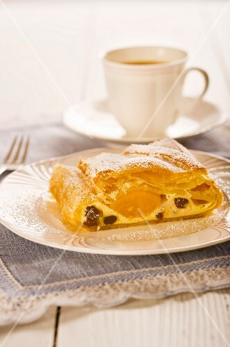 Quark strudel with raisins and apricots