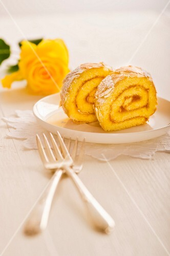 Swiss roll with apricot jam