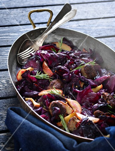 Braised red cabbage with salsiccia, apple and rosemary