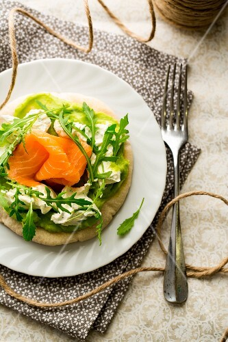 Pita bread with guacamole, herb cream, smoked salmon and rocket