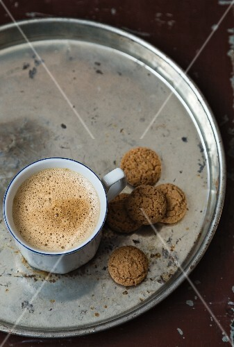 A cafe au lait and biscuits on a tray