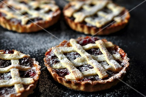 Jam tartlets dusted with icing sugar