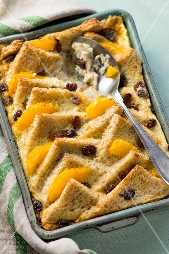 Sweet bread bake with raisins and oranges