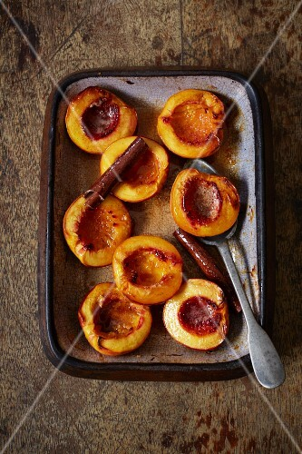 Oven-roasted peaches with cinnamon