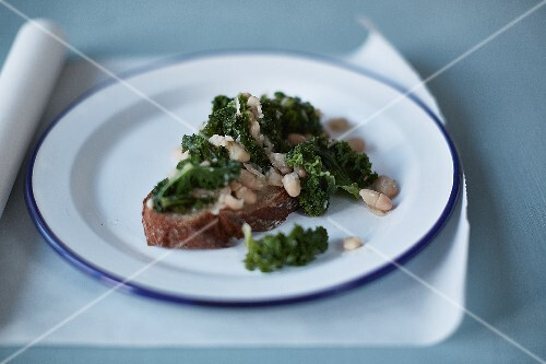Bruschetta with kale and beans