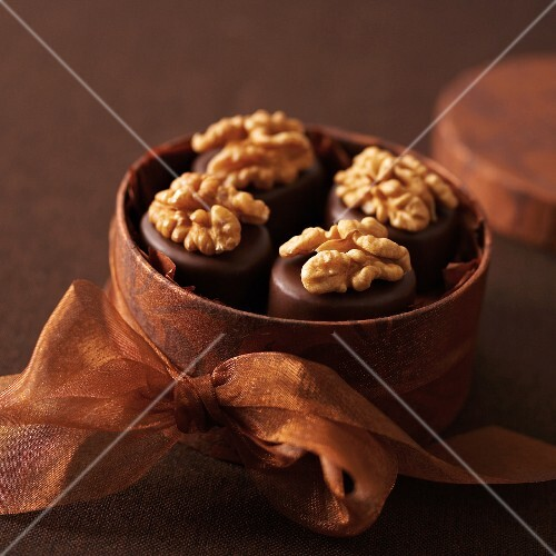 Walnut and marzipan pralines in a round gift box