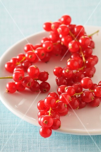 A plate of redcurrants