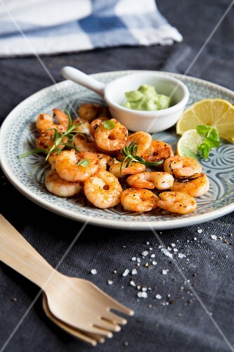 Fried prawns with avocado cream