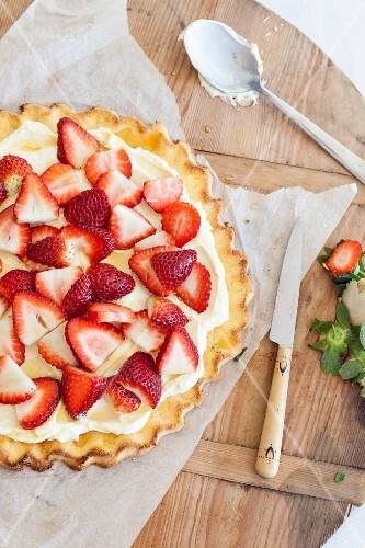 Strawberry tart with buttercream