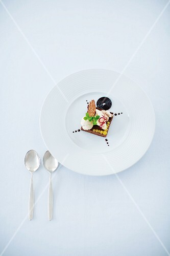 A dessert composition featuring caramel and liquorice (Restaurant Frühsammer, Berlin, Germany)