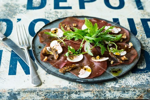 Bresaola carpaccio with dried figs