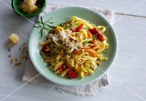 Tagliatelle with peppers and seeds