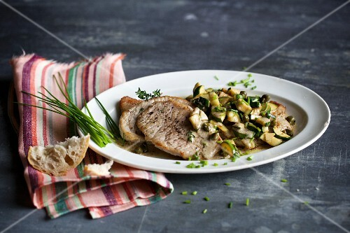 Minute steaks with a courgette and caper sauce