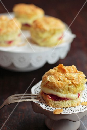 Strawberry short cakes with slivered almonds