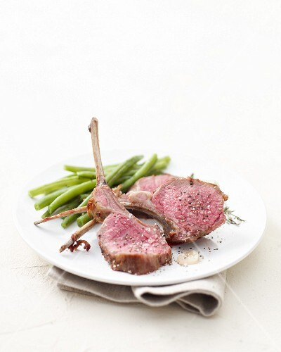 Grilled rack of lamb with green beans