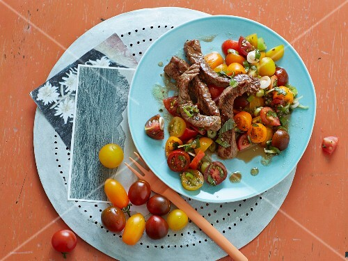 Tomato and passion fruit salad with strips of beef