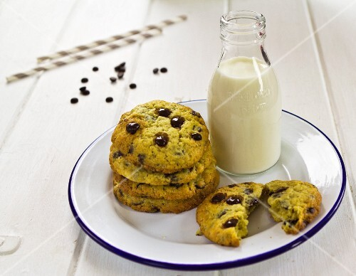 Saffron and chocolate chip cookies
