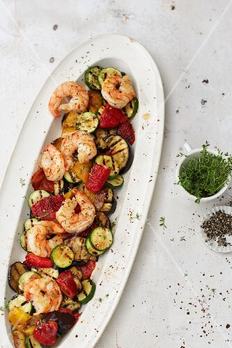 Grilled antipasti salad with fried prawns