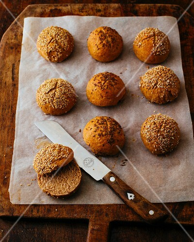 Spelt rolls with caraway, sesame seeds and rye groats