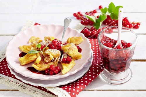 Shredded pancakes with redcurrant compote