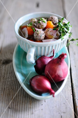 Red onion soup with meatballs