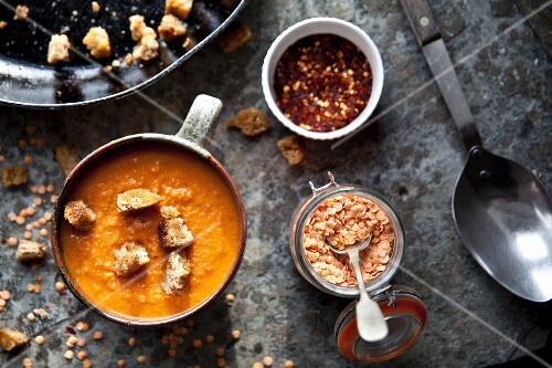 Lentil and tomato soup with chilli and croutons