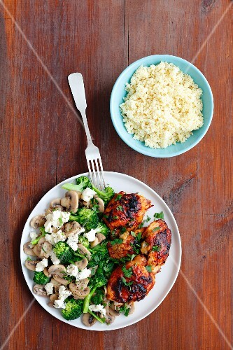 Grilled chicken legs with a broccoli and mushroom salad and gorgonzola