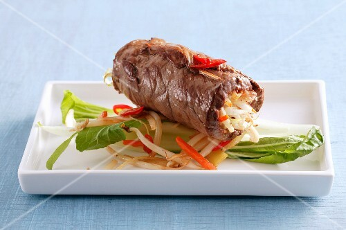 Beef roulade with beansprouts