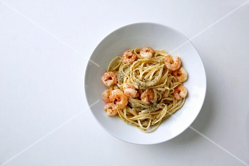 Curry leaf pesto with noodles and prawns