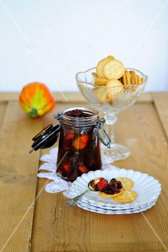 Preserved fruits with crackers