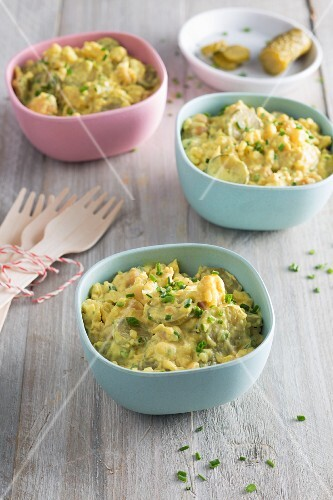 Pasta salad with vegan mayonnaise, chickpeas and gherkins