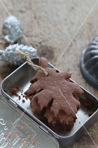 Gluten-free, leaf-shaped shortbread biscuits as decorations