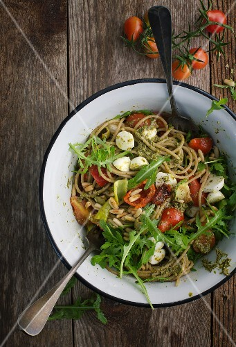 Pasta salad with pesto, tomatoes, rocket and pine nuts