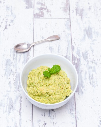 Pea hummus with peppermint