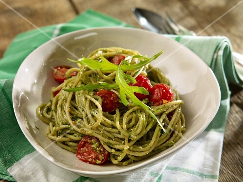 Spaghetti with rocket pesto and cherry tomatoes