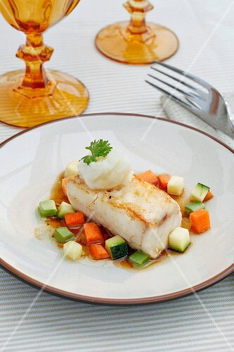 Halibut with cauliflower purée and vegetables
