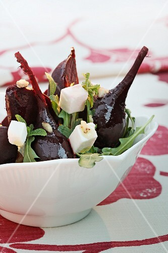 Beetroot salad with rocket and feta cheese