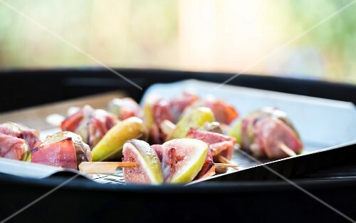 Fig skewers with Serrano ham on a barbecue
