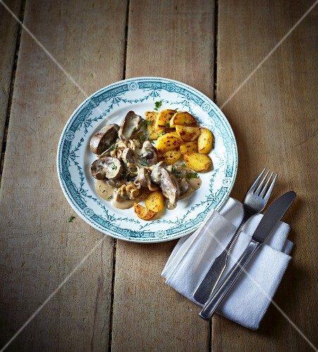Sour Italian veal kidneys with fried potatoes