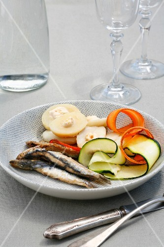 Fried anchovies with vegetables