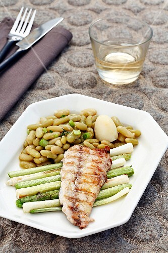 Grilled mackerel with young garlic and beans